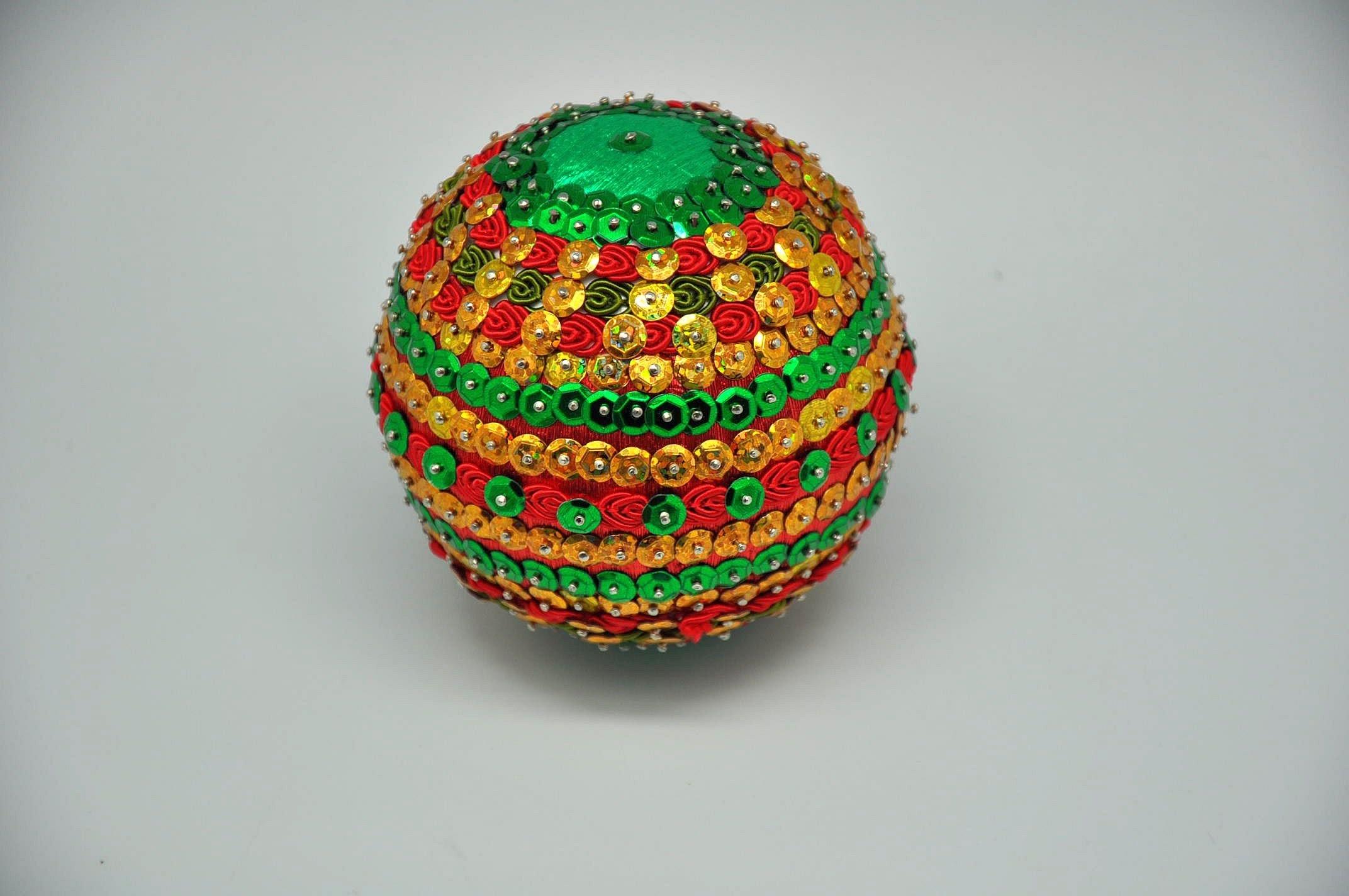 Jak zrobić bombkę z cekinów, bibuły i taśmy  Christmas ball DIY