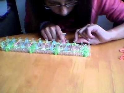 Jak zrobić bransoletkę  z gumek Loom Bands na krośnie