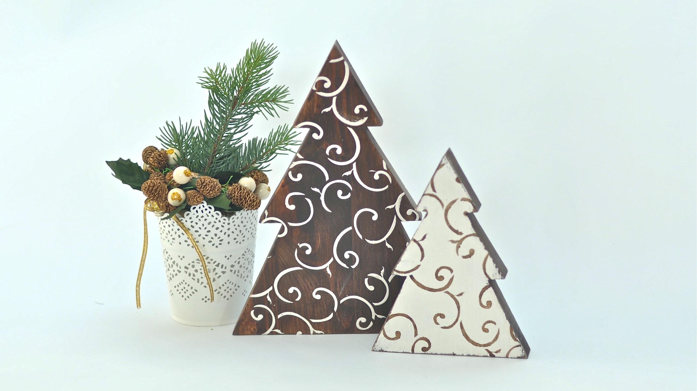 Choinka nie-decoupage - stroik na Boże Narodzenie - wosk bielący firmy Liberon i szablony