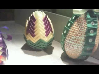 Jajka wielkanocne z cekinow i wstazki