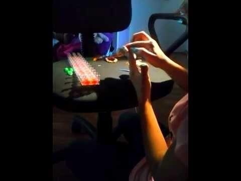 Rainbow Loom - bransoletki z gumek odc. 2 - robienie bransoletki na palcach