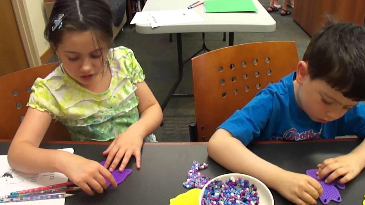 Wakacje dzieci w USA, biblioteka, crafts