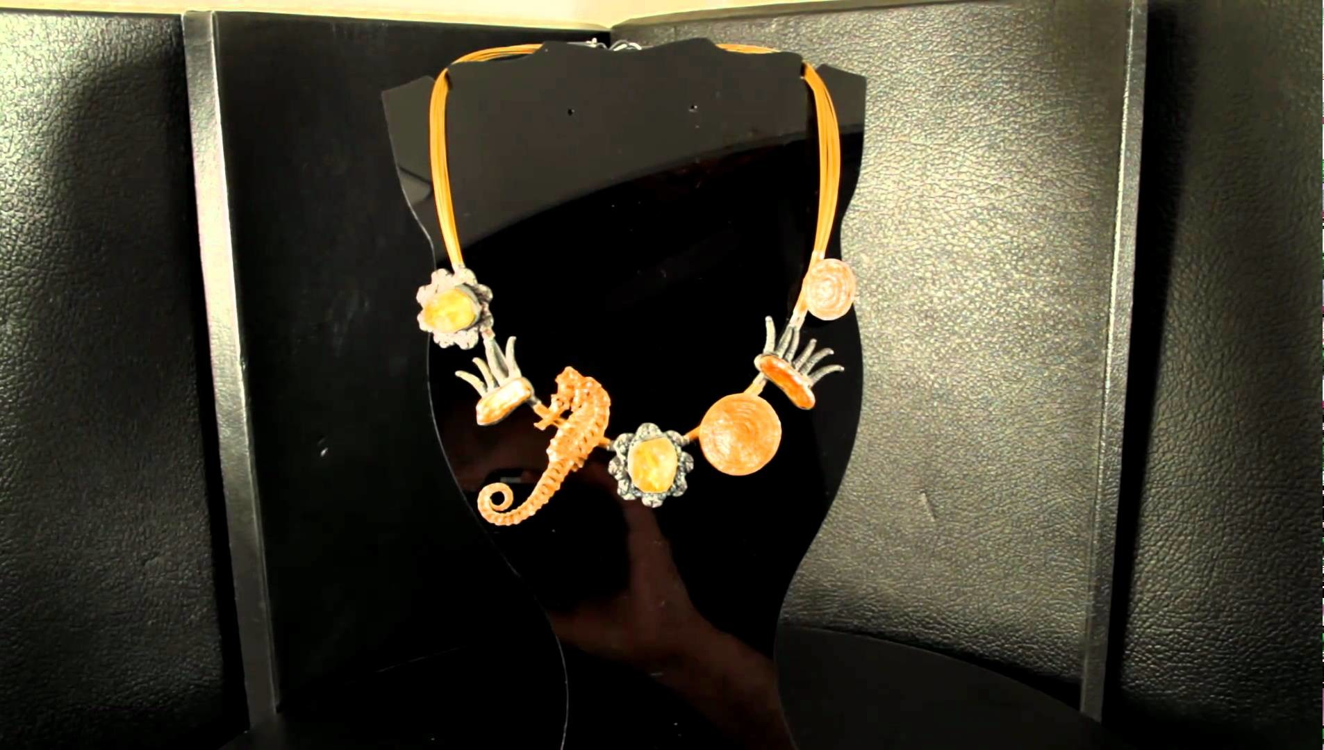 Naszyjnik, cytryn, masa perłowa, srebro. Pendant, citrine, pearl, silver