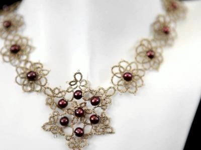 Komplet Flore  ze złotej koronki z naturalnymi perłami - frywolitka