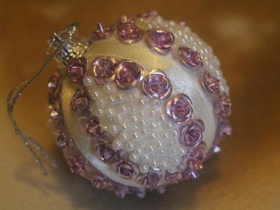 DIY. Zrób to sam - bombka ze styropianu z różyczkami i perełkami