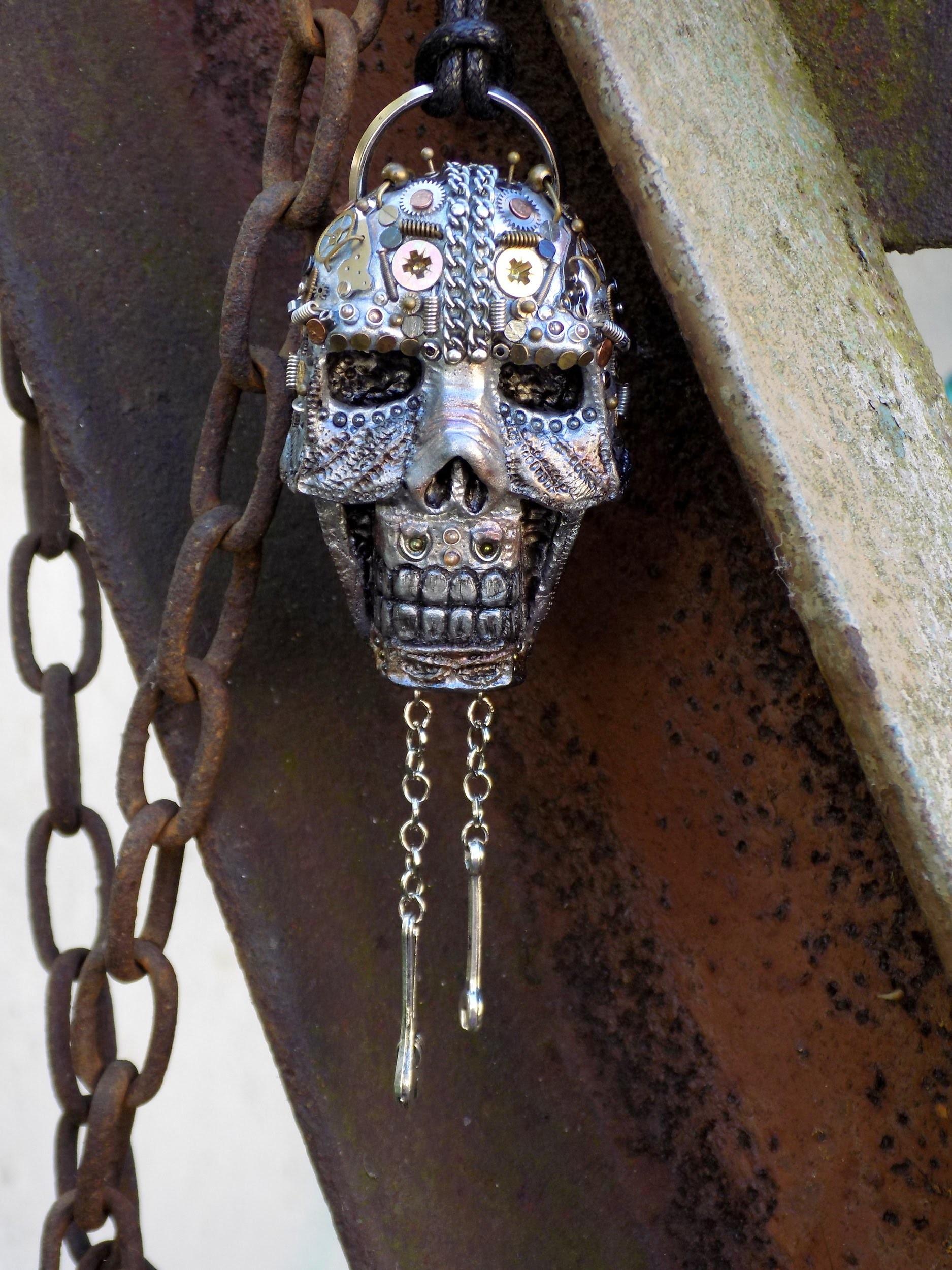 Naszyjnik z czaszką.Pendant, necklace with skull.