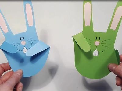 Zając z papierowej dłoni. A paper hand bunny