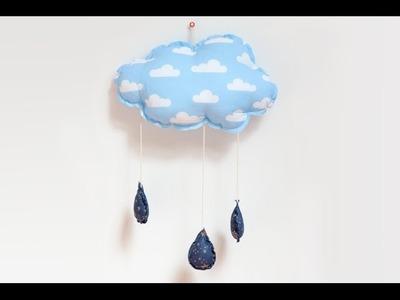 Poduszka w kształcie chmurki. Przedstawia Dom z pomysłem