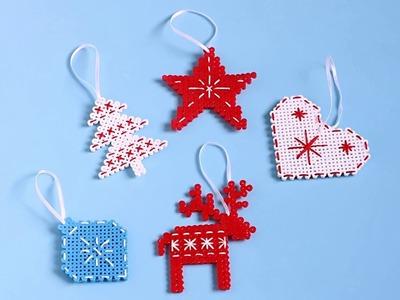 Ozdoby świąteczne z koralików do prasowania. Hama bead scandinavian style ornaments