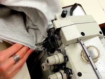 Sewing sweatshirt  overlock . Zszywanie bluzy na owerloku z bliska