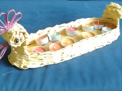 Wielkanocny świecznik stroik z papierowej wikliny. Easter candlestick wreath of paper wicker.