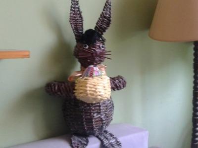Wielkanocny zając z papierowej wikliny. Easter bunny with a wicker paper.